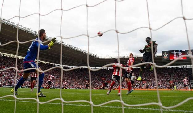 Romelu Lukaku fly's high to score againt Southhampton